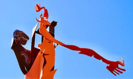 Kommerzfrau - eine Skulptur von Georg Mayerhanser