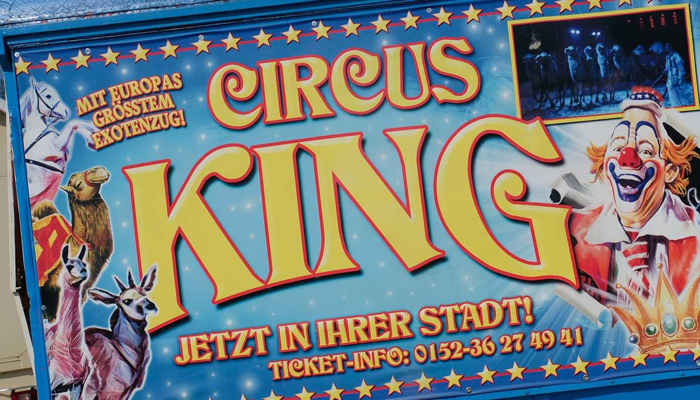 Circus King Schriftzug auf Zirkuswagen Tittmoning